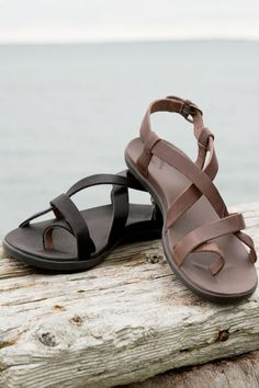 Upena Leather Thong Sandals From OluKai®: Exceptional Casual Clothing for  Men & Women from