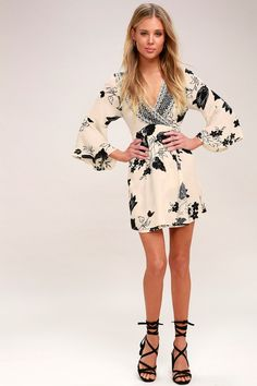 The Divine Light Beige Floral Print Wrap Dress was sent from above to spice up your look! Casual Summer Dresses, Casual Dresses For Women, Latest Fashion Dresses, Online Dress Shopping, Print Wrap, Light Beige, Bellisima, Autumn Winter Fashion, Divine Light