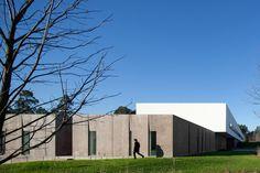 Melgaço Sports School Monte Prado / Pedro Reis Arquitecto