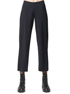 Like the Traveler Jersey Pant, the cropped version offers the same comfort and stretch with no chance of wrinkling. This zip front pant has a narrow elastic waist and an understated appeal. Made in the U.S.A. Elastic Waist, Boutique, Zip, Clothes, Fashion, Porto, Outfits, Moda, Clothing