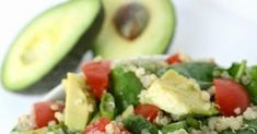 Avocado Spinach Quinoa Salad is my new go-to lunch option!, we've been eating clean and healthy for the last three weeks. The difference it'. Vegan Breakfast Recipes, Delicious Vegan Recipes, Sin Gluten, Avocado, Quinoa Salat, Power Salad, Quinoa Salad Recipes, Salad Ingredients, How To Cook Quinoa