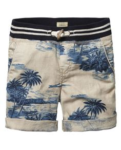 Boys Shorts: shop Online for the latest styles from Scotch & Soda. Bermuda Short, Short Kaki, Boy Fashion, Mens Fashion, Streetwear Shorts, Men Beach, Man Swimming, Summer Shorts, Mens Clothing Styles