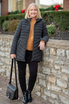 Warm Winter Coat for women over 50 Winter Wardrobe Essentials, Fall Wardrobe, Wardrobe Ideas, Classic Outfits, Casual Holiday Outfits, Classic Style, Dress Outfits, Fashion Outfits, Winter Outfits
