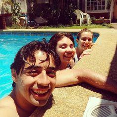 On instagram by sir_cid  #8bits #microhobbit (o)  http://ift.tt/1SqrDy5  Que mejor piscina y las chicas pasándolo súper #instachile #instasantiago  #pool #friends