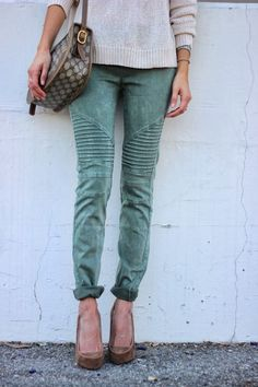 Blue Green Acid Wash Jeans, Rolled Up to Ankles, Diagonal Stitch Detail Design Above Knee, Solid Cream Sweater, Print Purse and Tan Heels.