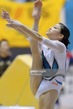 Yuko Shintake Photos Photos: All Japan Artistic Gymnastics All Around Championships - Day 1 Gymnastics Pictures, Sport Gymnastics, Artistic Gymnastics, Olympic Gymnastics, Dance Photography Poses, Gymnastics Photography, Sixpack Workout, Gymnastics Flexibility, Female Volleyball Players