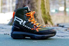 This Fall/Winter 2011 season Ralph Lauren's RLX collection presents the Abridge Nylon Boot. RLX is a sub-line of Ralph Lauren where performance meets style. Mens Boots Fashion, Sneakers Fashion, Sneakers Nike, Gentleman Shoes, Shoes Photo, Hiking Shoes, Shoe Collection, New Shoes, Winter Boots