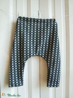 Halálfejes metál bébi pantalló / 12-18 hónapos / fekete, fehér, emo, baba nadrág  (budapestdogs) - Meska.hu