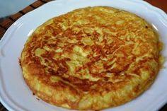 Hola¡¡   Hoy vamos a hacer la clásica tortilla de patatas con cebolla, receta que nunca falta en el menú de una familia española.       Pri...