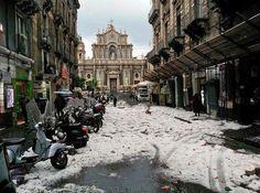 Catania 22/1/2015 grandinata su via Garibaldi e cattedrale