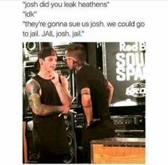 Twenty one pilots 832321574861687578 Twenty One Pilots, Twenty One Pilot Memes, Tyler Joseph, Tyler And Josh, Josh Dun, Gerard Way, Emo Band Memes, Top Memes, Staying Alive