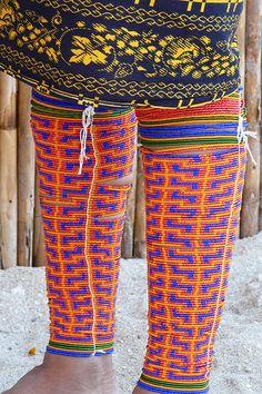 Winies kuna (guna): decoración en brazos y piernas que se hacen las mujeres de esta etnia, con chaquiras. Panamá