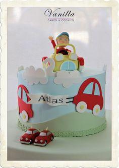 Arabalı Bebek Pastası. Baby boy Cake. Car Cake topper with boy. Birthday cake for baby boy. Erkek Bebek Doğumgünü Pastası