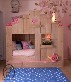 A wood bed that little girls' dreams are made of!