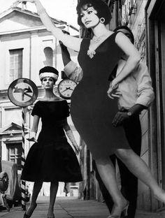 Simone and Sofia Loren, Rome (Vogue), 1969 - William Klein - Artists - Jackson Fine Art - Photography - Atlanta