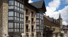 Hotel Villa de Sallent Formigal Offering a free shuttle service to the ski slopes, Hotel Villa de Sallent has a picturesque setting in the Spanish Pyrenees, next to the Formigal Ski Resort. It features an indoor swimming pool, a seasonal spa and free Wi-Fi access.