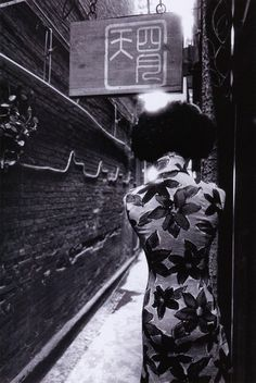 Gu Zheng - Untitled no. 8 - from the Shanghai series, 2004. S) (this is soooo Wong Kar Wai...)