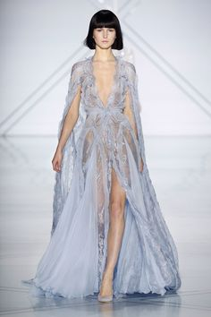 See the complete Ralph & Russo Spring 2017 Couture collection. See the complete Ralph & Russo Spring 2017 Couture collection. Trend Fashion, Fashion 2017, Runway Fashion, High Fashion, Fashion Show, Paris Fashion, Vestidos Fashion, Dress Vestidos, Fashion Dresses