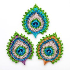 Ravelry: Peacock Feather Motif, Garland, Coaster Nemali pattern by Christa Veenstra Here's the pattern for the peacock-style pineapple coaster. The six coasters in the picture adorn my kitchen and I have to say tha. Crochet Motifs, Freeform Crochet, Crochet Stitches, Crochet Hooks, Thread Crochet, Doilies Crochet, Peacock Crochet, Crochet Flowers, Crochet Patterns For Beginners