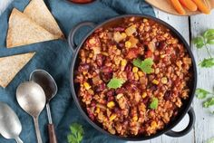 Slow-cooked to perfection: Bean & sweet potato chilli Sweet Potato Chilli, Lamb Shanks, Nutrition, Kung Pao Chicken, Pulled Pork, Paella, Slow Cooker, Beans, Veggies
