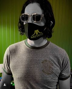 """@jackwhiteisalright on Instagram: """"Jack sporting sunglasses and a mask designed by the legendary Mark Mothersbaugh. Jack is friends with the coolest people. #jackwhite…"""" Mark Mothersbaugh, The White Stripes, Jack White, Mask Design, Oakley Sunglasses, Handsome, Boys, Sports, People"""