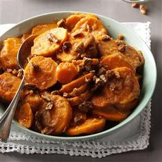During the holidays using your slow cooker not only frees up oven space but time too! Sweet potatoes are a must on our family menu and this no-fuss version will have everyone thinking you spent hours in the kitchen. Potato Dishes, Vegetable Dishes, Food Dishes, Side Dishes Easy, Side Dish Recipes, Vegetable Recipes, Slow Cooker Recipes, Crockpot Recipes, Cooking Recipes