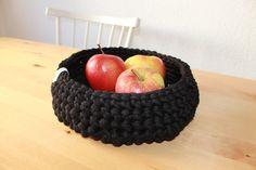 Häkelkorb aus Textilgarn 23 cm schwarz von Spaßwerkstatt auf DaWanda.com