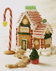 graham-cracker-gingerbread-house (366×466)