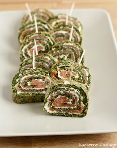 Roulade with spinach, smoked salmon and horseradish cream cheese Brunch Recipes, Breakfast Recipes, Horseradish Cream, Seafood Appetizers, Types Of Cakes, Polish Recipes, American Food, Smoked Salmon, Greek Recipes
