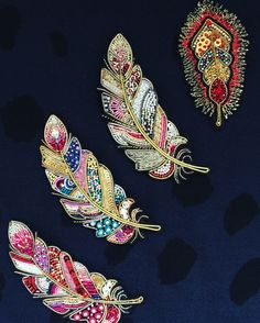 Best 12 Feather brooches by Evgenia Vasileva. Bead embroidered and fringed – Japanese seed beads, firepolished crystals, nmetal findings. Tambour Embroidery, Bead Embroidery Jewelry, Embroidery Stitches, Embroidery Designs, Bead Jewellery, Seed Bead Jewelry, Beaded Jewelry, Seed Beads, Feather Pattern