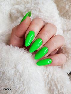 Dzisiaj mamy dla Was iście wiosenną propozycję, a konkretniej mówiąc Aloes w roli głównej! A Wy co sądzicie o takich barwach? Lubicie neony? 💚 #nails #nail #nailsart #nailart #nailsartist #nailartist #nails2inspire #nailsinspirations #nailsdesign #greennails #springnails #nailsoftheday #mani #manicure #manicurehybrydowy #paznokcie #paznokciehybrydowe #paznokcieżelowe #zielonepaznokcie #paznokcienawiosnę #hybrydy #hybryda #pazurki
