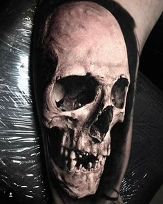 skull tattoo: find out more about symbolism and meaning - Tattoo / Anregun . Skull Rose Tattoos, Skull Sleeve Tattoos, Skull Hand Tattoo, Octopus Tattoos, Totenkopf Tattoos, Life Tattoos, Body Art Tattoos, Vanellope Y Ralph, Tattoo Ideas
