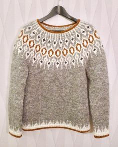 ― Karolina Brobergさん( 「Tack så mycket för all fin respons för min version av tröjan Telja! Hand Knitted Sweaters, Sweater Knitting Patterns, Knit Patterns, Fair Isle Knitting, Hand Knitting, Icelandic Sweaters, Loose Sweater, Pulls, Knitwear
