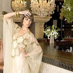 Modern fashion with Egyptian style Ancient Egypt Fashion, Egyptian Fashion, Modern Fashion, Retro Fashion, Day Dresses, Long Dresses, Egyptian Goddess, Wedding Bride, Egyptians