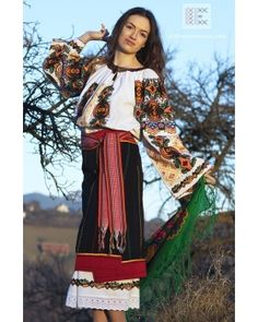 IA the Romanian Blouse. Here you can buy Romanian peasant blouses ie and folk costumes traditional clothes. Worldwide shipping for embroidered Romanian blouse Folk Embroidery, Learn Embroidery, Embroidery Patterns, Floral Embroidery, Costumes For Sale, Folk Costume, Peasant Blouse, Blouse Online, Traditional Outfits