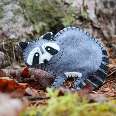 A free pattern for creating a raccoon from felt. The perfect addition to a Maine Woods Christmas tree.