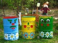 handmade garden decorations recycling metal barrels and tin cans Barrel Colorful Painting Ideas to Recycle Metal Barrels and Tin Cans for Beautiful Yard Decorations Garden Crafts, Garden Projects, Art Projects, Project Ideas, Yard Art, Painted Trash Cans, Painted Tires, Hand Painted, Water Barrel