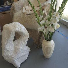 Prop corner / mono-ha vase paired with beautiful work by @sophielourdesknight