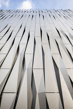 Jurassic Studio is a design firm based in Chicago that enjoys exploring form, patterns, composition and their translation into our social context. Parking Building, Building Facade, Building Design, Metal Facade, Metal Buildings, Facade Pattern, Commercial Street, Minimal Photography, Chile