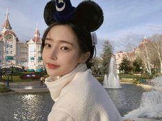 Image may contain: 1 person, outdoor Pretty Woman, Pretty Girls, Son Hwamin, Hwa Min, Disneyland Photos, E Motion, Girl Korea, Human Reference, Korean Ulzzang
