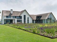Afbeeldingsresultaat voor moderne boerderijwoning bouwen