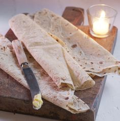 Lefse er tradisjonsmat. Det finnes mange lefsevarianter, og før hadde hver bygd sine egne spesialiteter. Her finner ud oppskrift på en lefse fra sørlandet. Norway Food, Norwegian Food, Cake Cookies, Kefir, Camembert Cheese, Scandinavian, Recipies, Food And Drink, Sweets