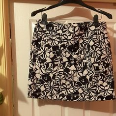 Ann Taylor black and white Two pocket summer skirt. Ann Taylor Skirts Midi