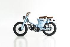 Le Honda Cub C70 bleu de Deus Motorcycles