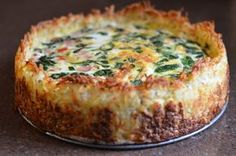 Spinach and Gruyere Cheese Quiche with a Hash Brown Crust - Brunch Recipes Breakfast Quiche, Breakfast Dishes, Breakfast Time, Breakfast Recipes, Christmas Morning Breakfast, Vegan Breakfast, Breakfast Casserole, Quiche With Hashbrown Crust, Cheese Quiche