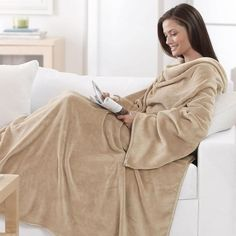 Shop Women's brookstone Tan size OS Other at a discounted price at Poshmark. Description: The nap brookstone Snuggie used for one vacation good condition! Sold by misstonielting. Great Gifts For Women, Christmas Gifts For Women, Manta Polar, Comfy Blankets, My Style, Sleeves, How To Wear, Outfits, Clothes
