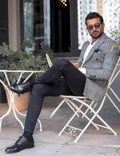 30 Hot Men's Fashion Style Outfit Ideas to Impress Your Girl - Shake that ba. 30 Hot Men's Fashion Style Outfit Ideas to Impress Your Girl - Shake that bacon Trendy Mens Fashion, Mens Fashion Suits, Stylish Men, Men Casual, Casual Styles, Smart Casual, Mens Suits, Mode Outfits, Fashion Outfits