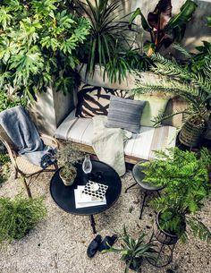Pretty small garden ideas in balcony exclusive on kennys landscaping ideas Outdoor Rooms, Outdoor Living, Outdoor Furniture Sets, Outdoor Decor, Garden Sitting Areas, Balinese Decor, Patio Interior, Garden Seating, Patio Design