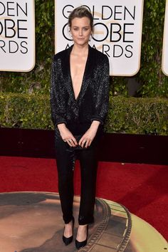 Golden Globes 2016. Taylor Schiling in Thakoon, Anya Hindmarch clutch and Giuseppe Zanotti sandals.