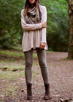 Cute fall outfit that's good for traveling because you'd be comfy and cute.